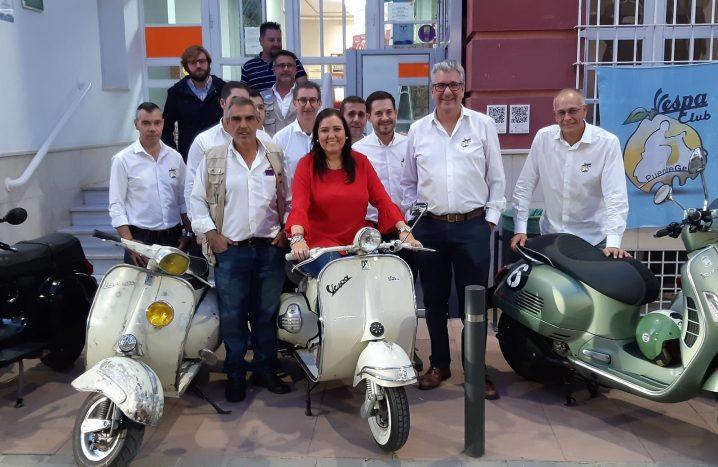 200 Motos En La Concentración Del Vespa Club.