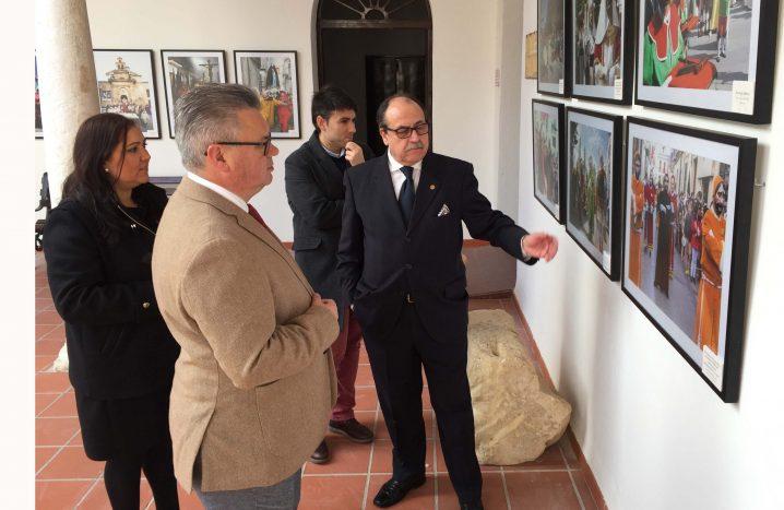 Una Exposición Descubre Las Similitudes De La Semana Santa De Andalucía Y Sicilia.